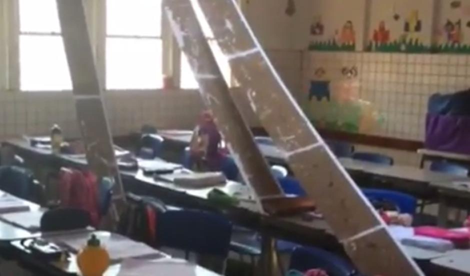 Em Aparecida de Goiânia, parte do telhado de escola desaba