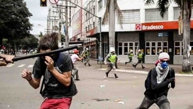 TJ inicia audiência sobre estudante agredido por policial militar