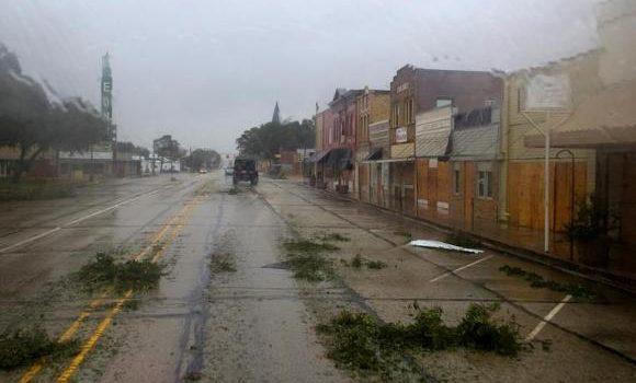 """Tempestade Harvey continua provocando chuvas """"catastróficas"""" sobre o Texas"""