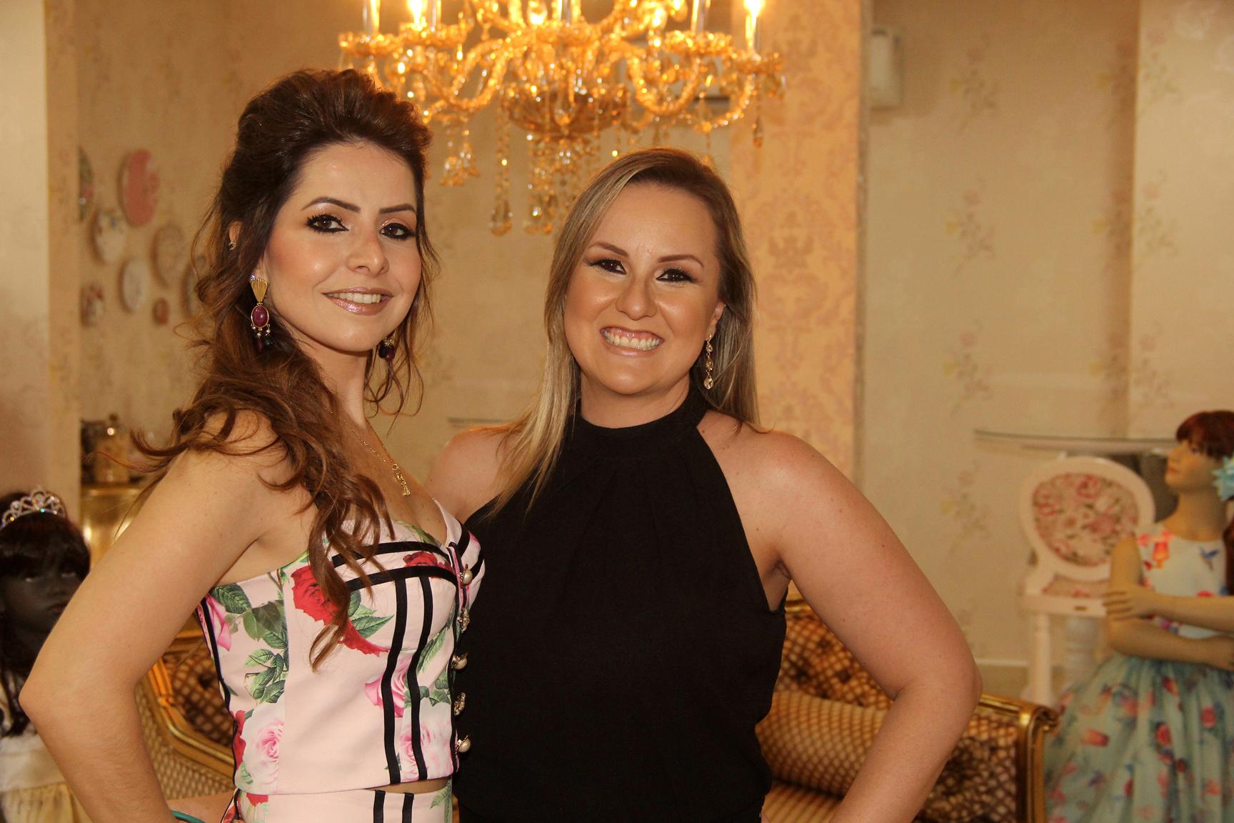 A empresária Ludmyla Vasconcelos e a cerimonialista infantil Andréa Noki receberam os convidados na nova sede da loja Amoreco.