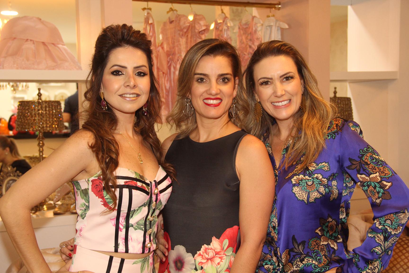 A empresária Ludmyla Vasconcelos recebeu a fisioterapeuta Ana Flávia Toledo e empresária Renata Caruzo na nova sede da Amoreco.