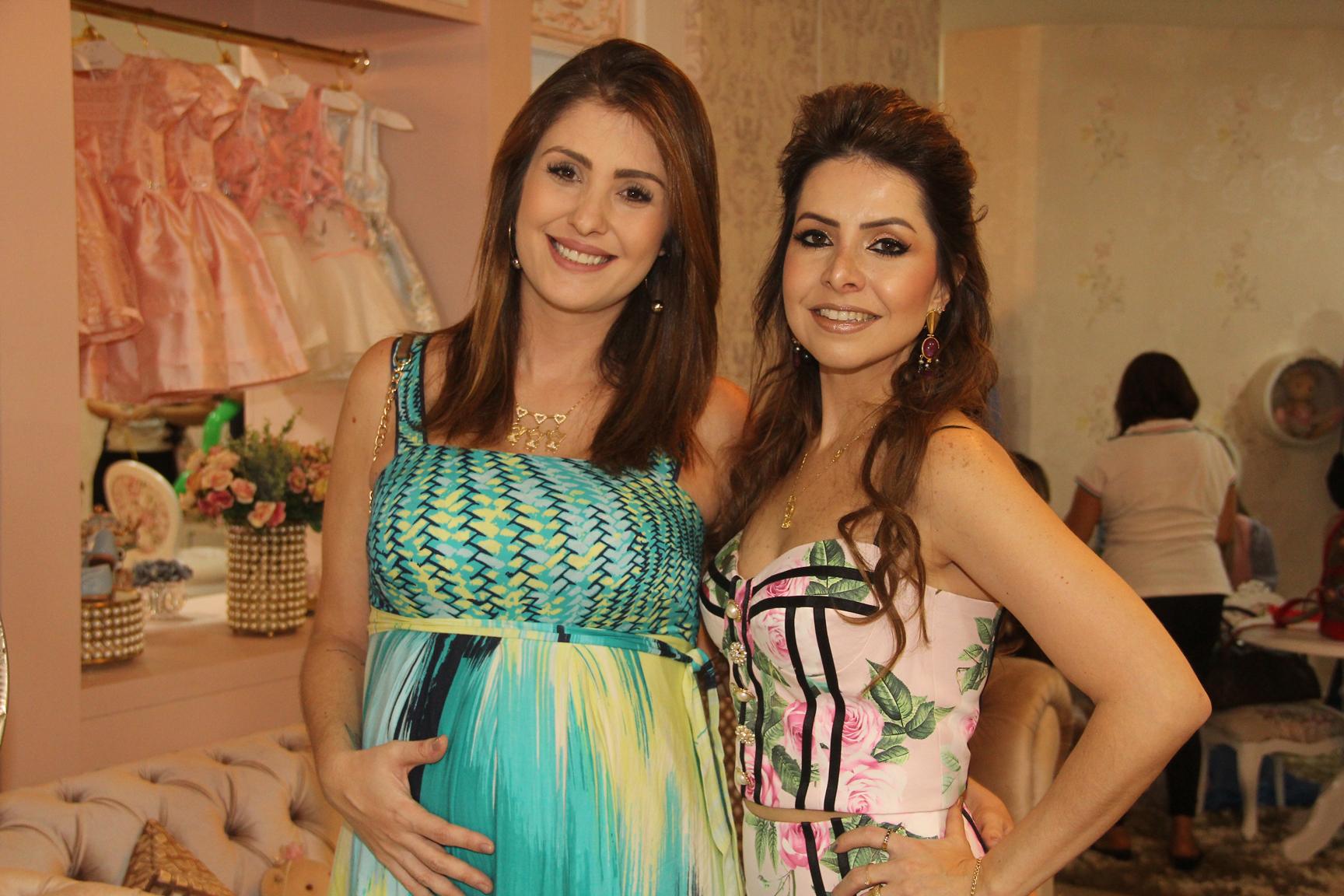 A publicitária Thais Carvalho era uma das convidadas da empresária Ludmyla Vasconcelos na nova sede da Loja Amoreco.