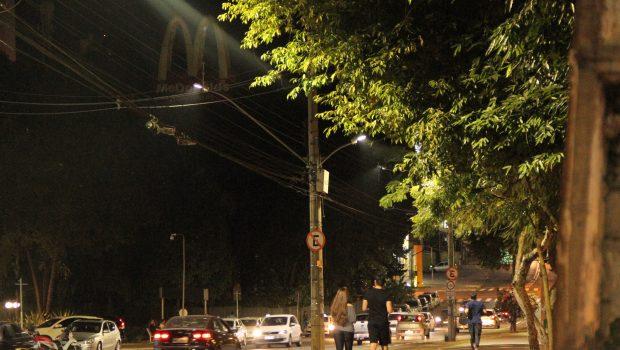 Avenida Goiás Norte recebe iluminação de Led
