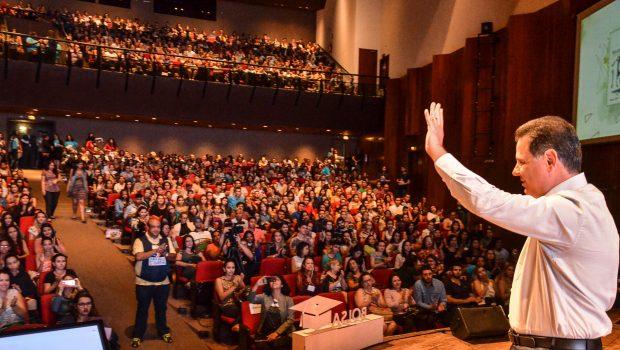 Governo entrega 10 mil novas Bolsas Universitárias e anuncia inscrições para mais 9 mil
