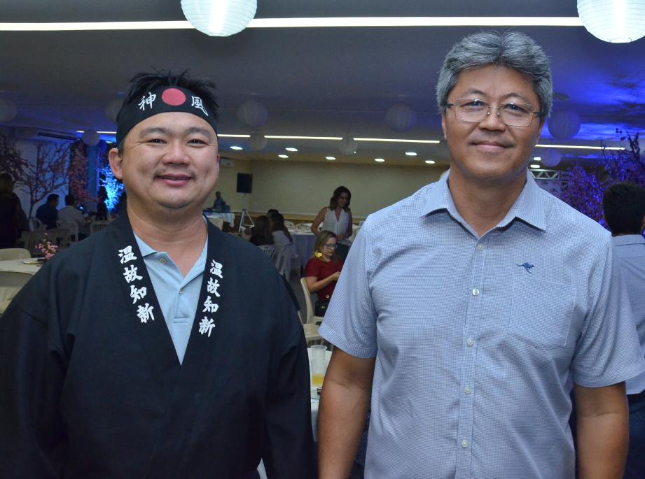 Os diretores patrimoniais do KAIKAN Fabio Yamamoto e Adilson Sakahi no lançamento do Bon Odori 2017, que acontecerá dias 25 e 26 de agosto.