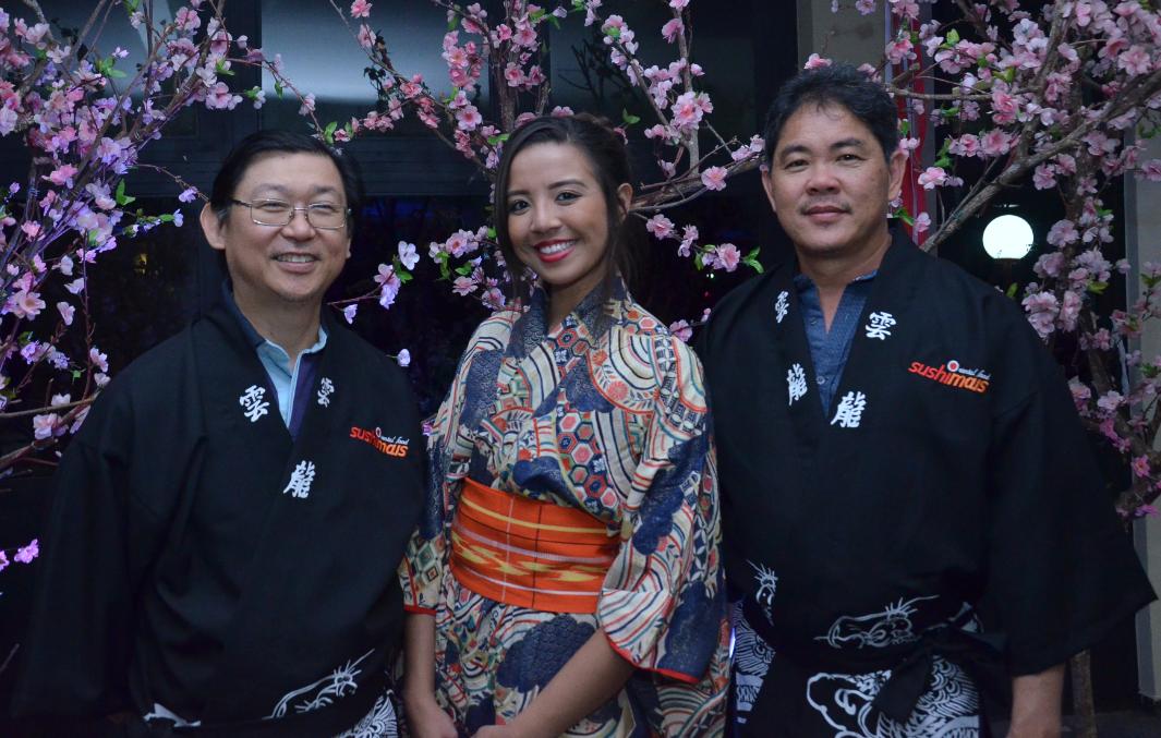 Os empresários Nilton Kamiguchi e André Watanabe com a analista de registro Tallita Watanabe, no lançamento do Bon Odori 2017, que acontecerá dias 25 e 26 de agosto.