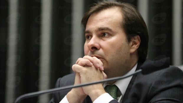 Maia promete presidência da CCJ e PSL fecha apoio a reeleição, diz Bivar