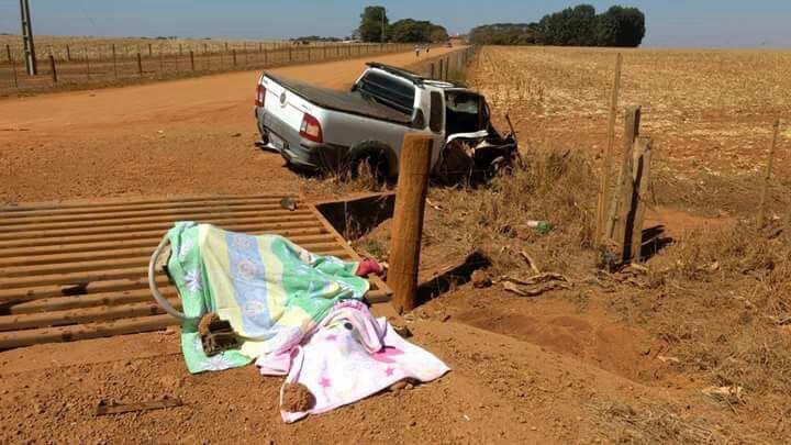 Mulher e bebê morrem após acidente na GO-184