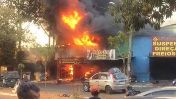 Após incêndio, lojas são interditadas na Vila Canaã por risco de desabamento