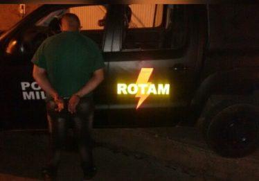 Homem é preso com veículo roubado em Luziânia