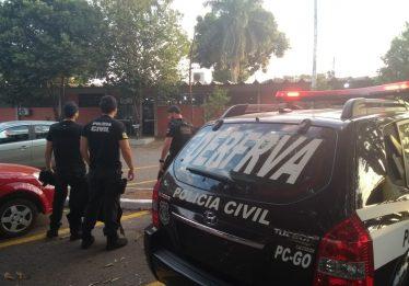 Dois homens são presos suspeitos de roubo e receptação de veículos