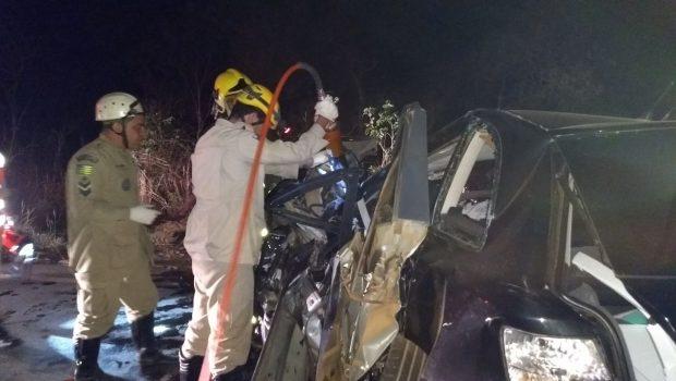 Acidente envolvendo três veículos deixa mortos e feridos na GO-010, entre Luziânia e Vianópolis