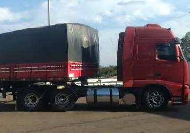PRF apreende carretas que transportavam madeira ilegal pela BR-153