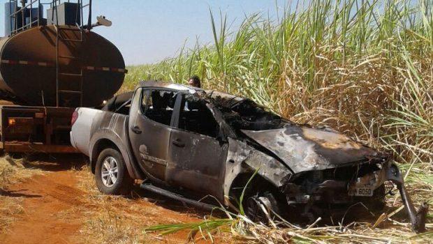 Motorista morre carbonizado após capotamento de caminhonete na GO-210, em Buriti Alegre