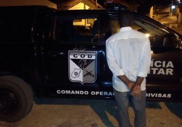 Traficante é preso transportando drogas em ônibus de turismo, na GO-346
