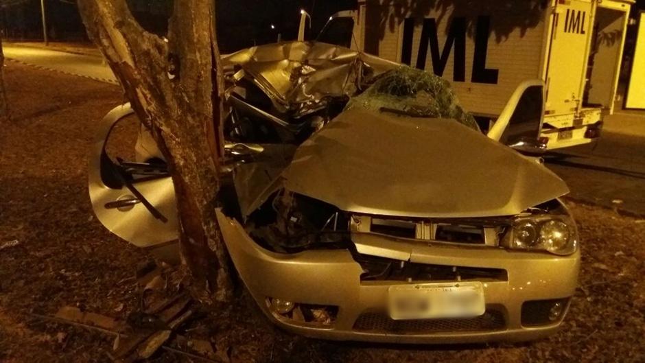 Homem morre e mulher fica ferida em acidente na Vila Rosa