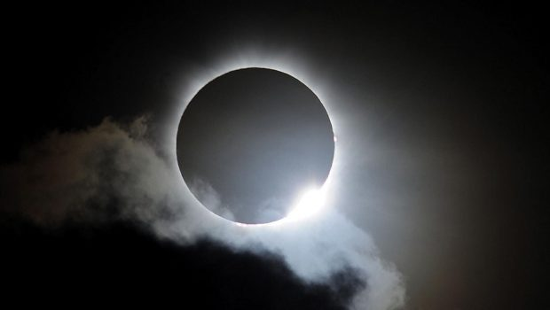 Netflix 'reclama' por perder audiência, nos EUA, para o eclipse solar