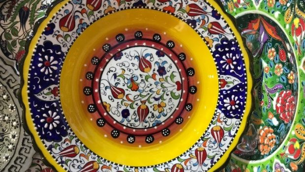 Flamboyant recebe mostra com artesanato de diversas partes do mundo