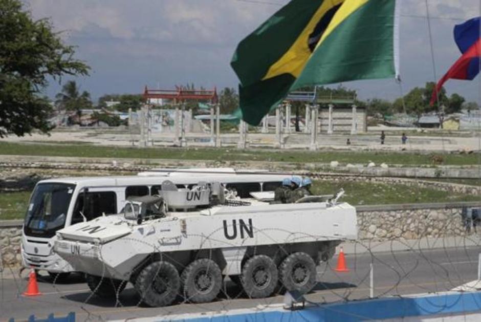 Militares brasileiros começam a deixar o Haiti