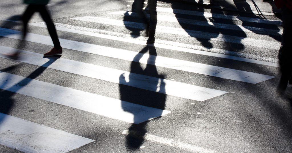 Presidente do Detran alerta para riscos de teclar enquanto caminha