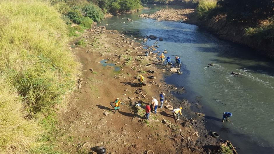 Comurg recolhe 570 pneus no Rio Meia-Ponte