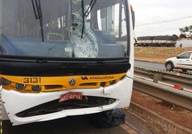 Homem morre atropelado por ônibus na BR-153
