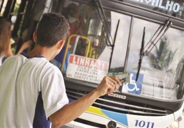 Estudantes reclamam do atraso no depósito do Passe Livre Estudantil do mês de março