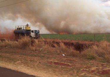 PRF aciona a Polícia Judiciária para apurar autoria de incêndio na BR-153, em Itumbiara