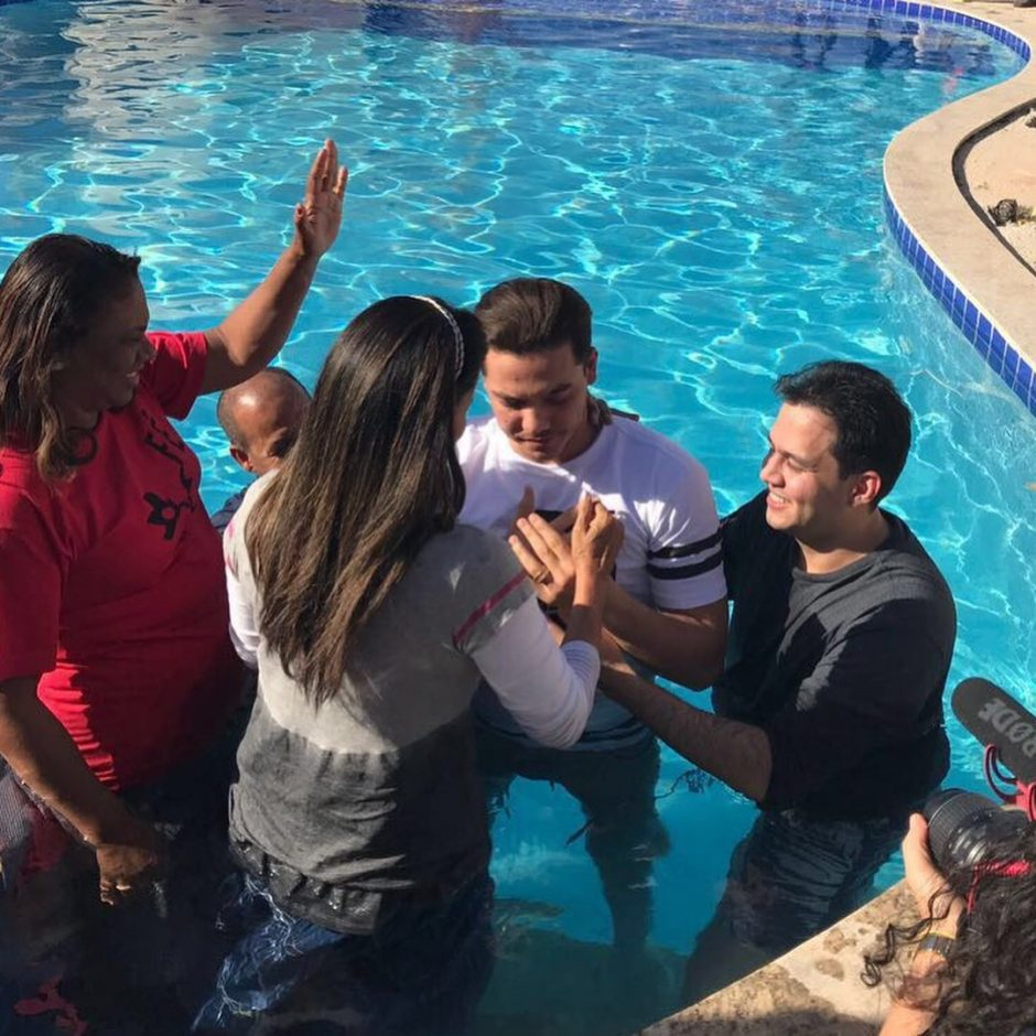 Wesley Safadão converte-se e é batizado na Igreja Batista da Lagoinha