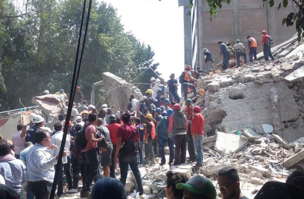 Governo do México contabiliza 305 mortos no terremoto do dia 19