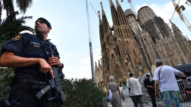 Alarme falso de ataque terrorista assusta frequentadores da Igreja Sagrada Família, em Barcelona