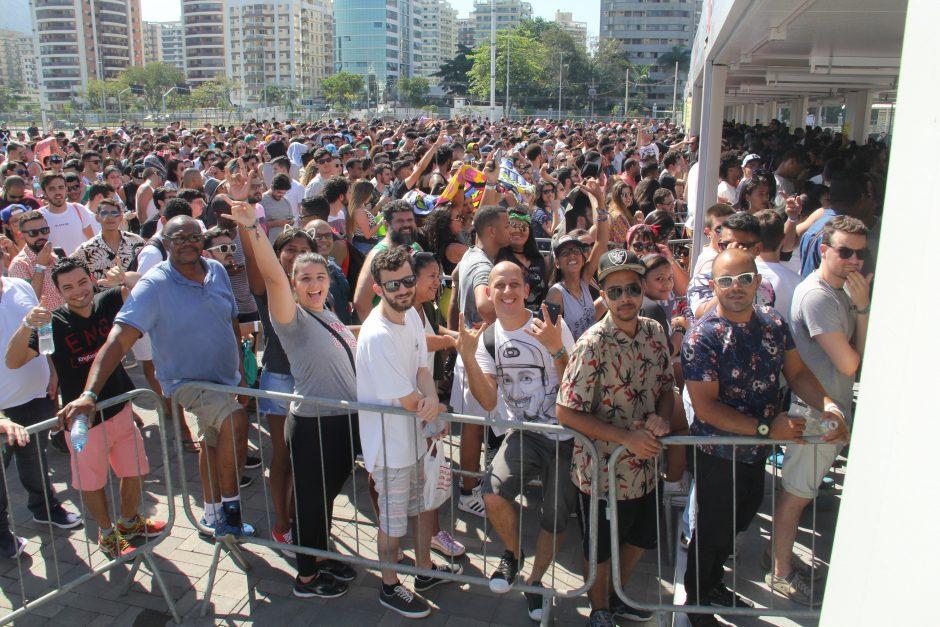 Sol forte castiga quem chegou cedo para o primeiro dia do Rock in Rio