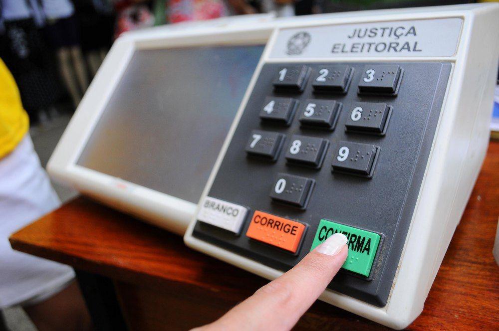 Mesária é presa em Goiânia por espalhar Fake News durante votação