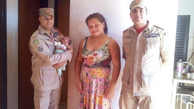 Por telefone, bombeiro auxilia mãe a salvar bebê de três meses que estava engasgado