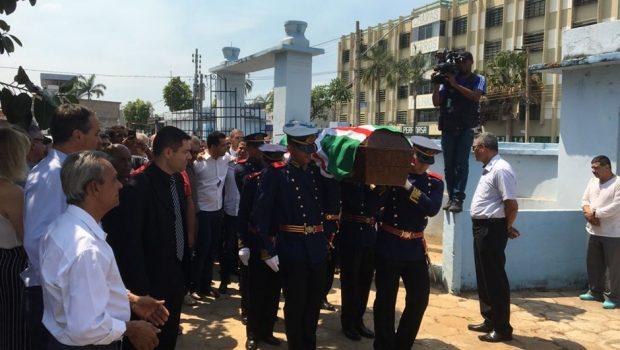 Corpo de Nion Albernaz é enterrado em Goiânia
