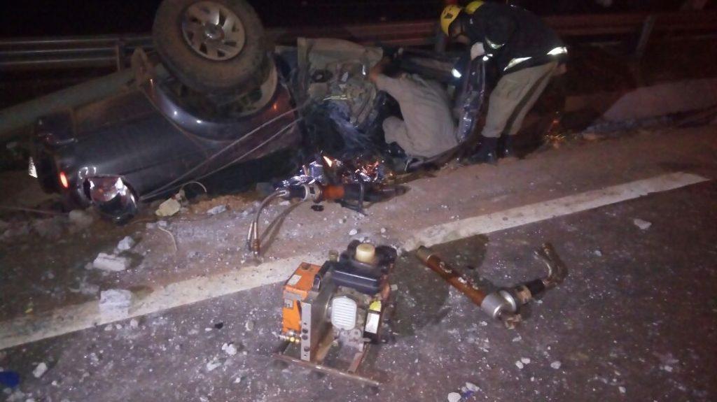 Motorista morre após ter o veículo atingido por outro e capotar na GO-020