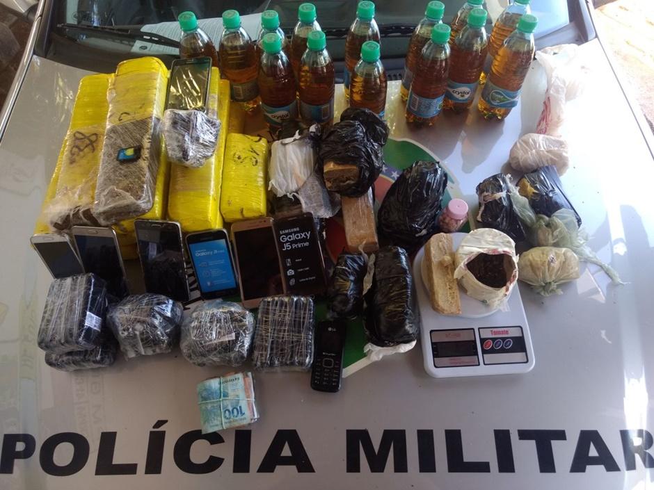 Mulheres são detidas com drogas e celulares que seriam entregues no presídio de Aparecida