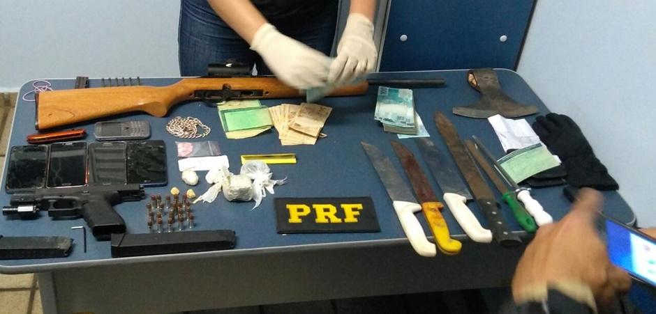 Quadrilha é presa com armamento restrito e caminhonete roubada em Anápolis