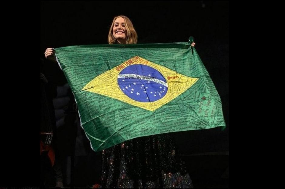 Adele trocou turnê no Brasil por turnê na Austrália, revela empresário