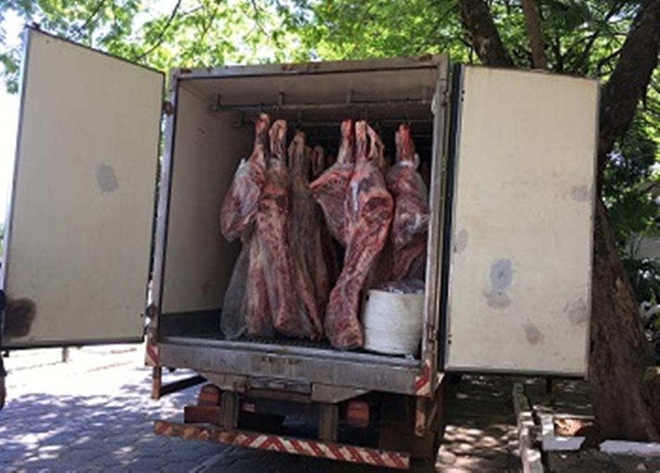 Mais de duas toneladas de carne bovina são apreendidas em Goiânia