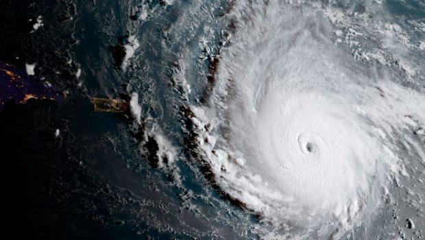 Furacão Irma toca terra no extremo sul dos EUA e faz três primeiras vítimas