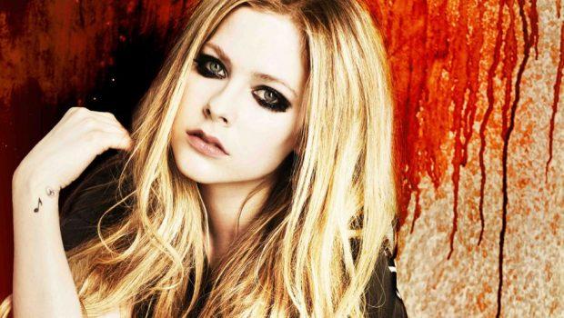 Novo disco de Avril Lavigne ficará pronto ainda este mês, diz produtor
