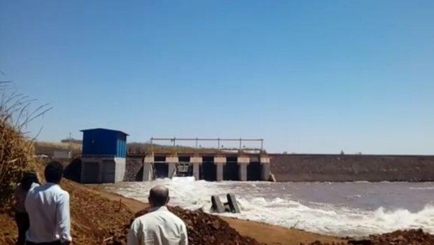 Comporta de barragem do Rio Verdão rompe, em Santa Helena de Goiás