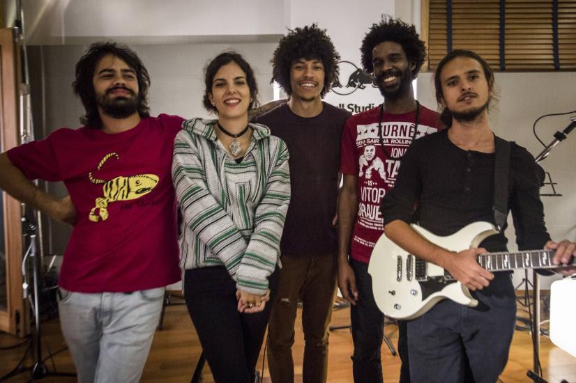 Boogarins: banda goiana tocará com Céu no Rock in Rio nesta sexta-feira (15)