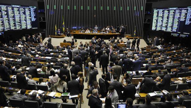 Câmara inicia semana com pauta trancada por 10 medidas provisórias