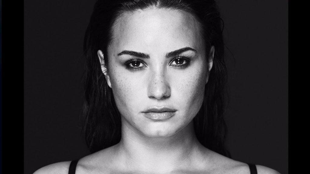Crítica: Demi Lovato busca redenção musical com 'Tell Me You Love Me'
