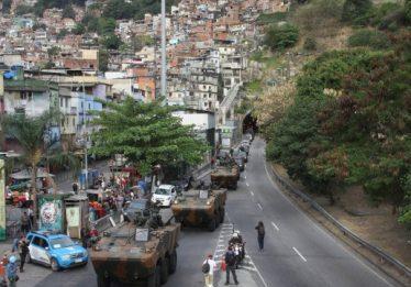 Militares do Exército e Aeronáutica iniciam cerco à Rocinha