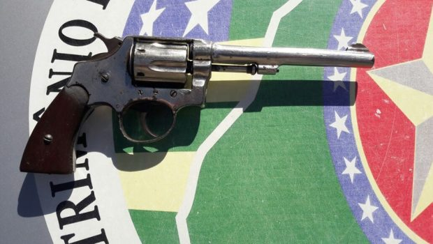Arma é apreendida com adolescentes em colégio de Trindade