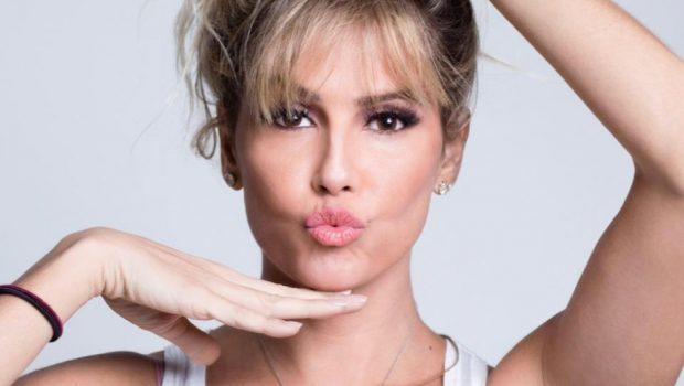 """Deborah Secco comemora 30 anos de carreira com a comédia """"Uma Noite Dessas"""" em Anápolis"""