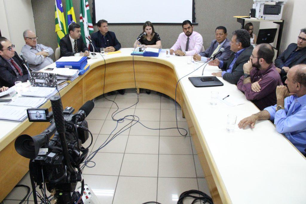 Iris Rezende é criticado por não comparecer a reunião da CEI das contas da prefeitura